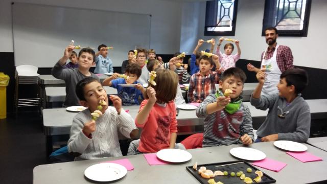 La FDM realiza con éxito los talleres infantiles Slowmed en la Escuela CETT de Barcelona