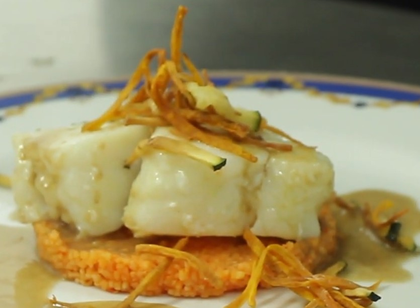 Bacalao confitado con salsa de ajo negro y couscous