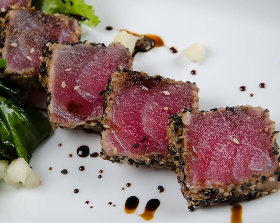 Seared tuna with crust of seeds